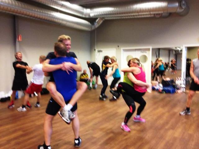 Kärlek vid första träningspasset. Foto: Tina Sjöberg