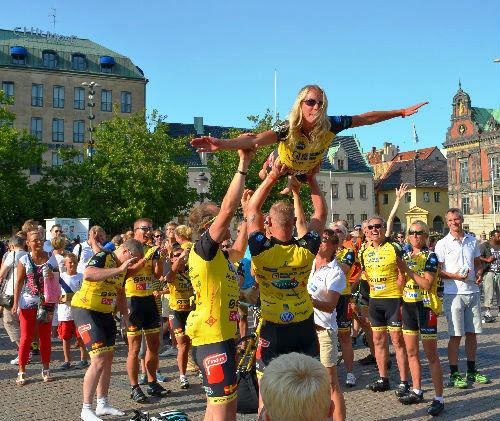 Gunilla Stripple flög mot Paris. Stortorget Malmö, 2013.
